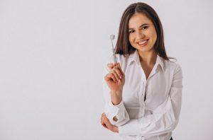תחליפים לשיניים פתרון שתליים דנטליים
